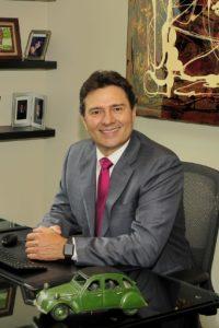 Doctor Mario Garita en su oficina.
